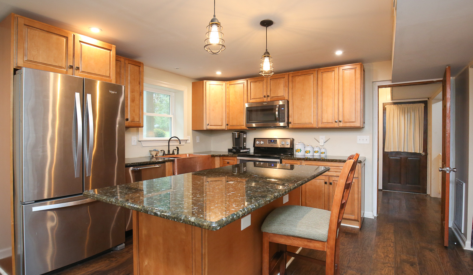 040_294_barnes_ave_kitchen.jpg