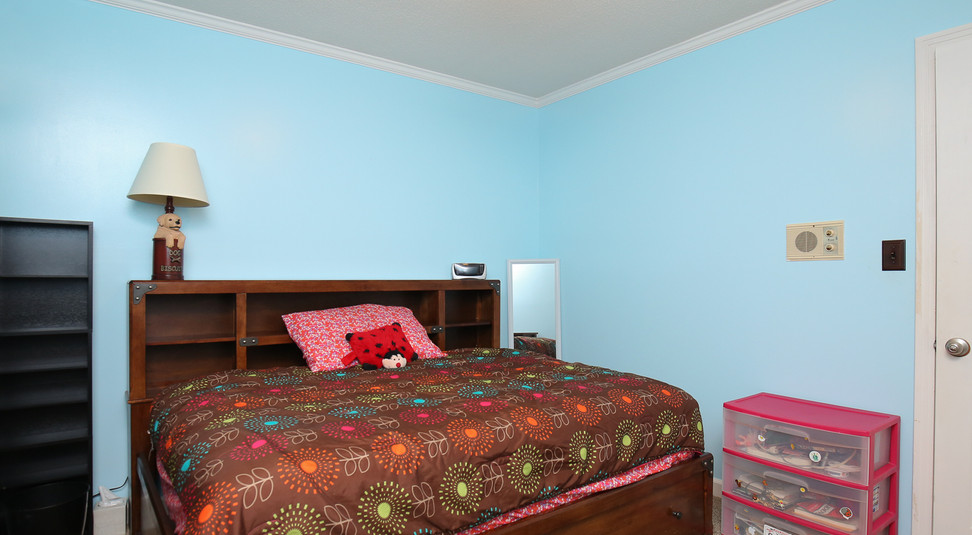 024_294_barnes_ave_bedroom1.jpg