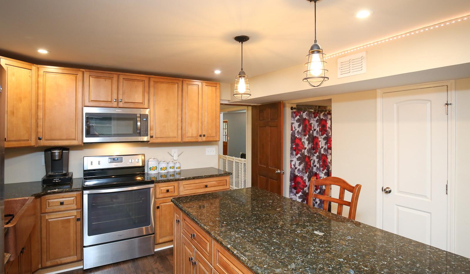 042_294_barnes_ave_kitchen.jpg