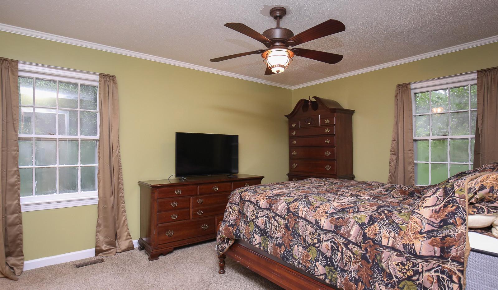 028_294_barnes_ave_bedroom3.jpg