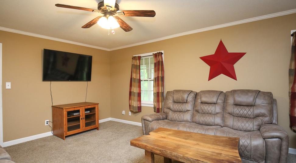 011_294_barnes_ave_living_room.jpg