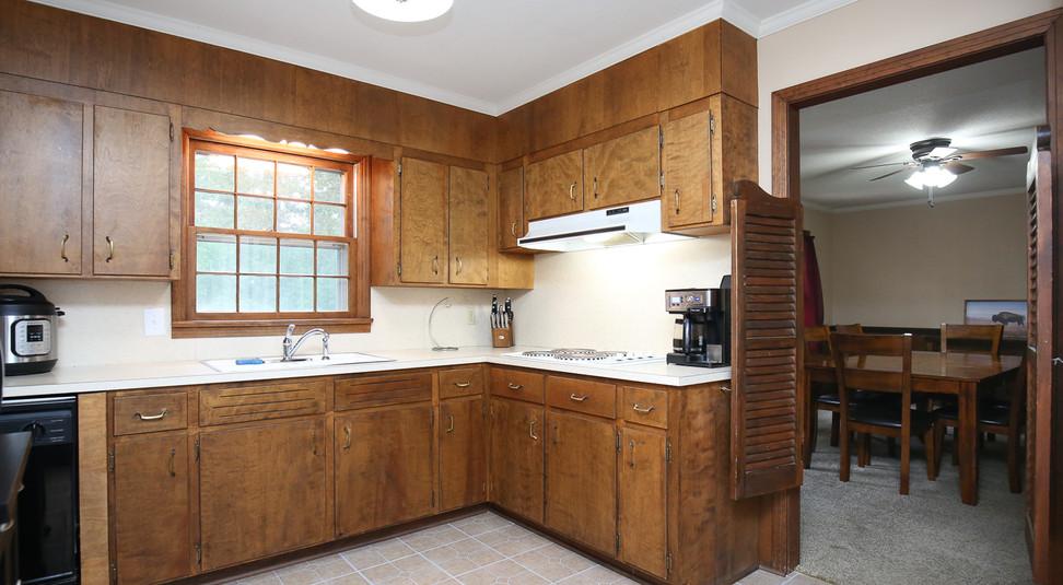 013_294_barnes_ave_kitchen.jpg