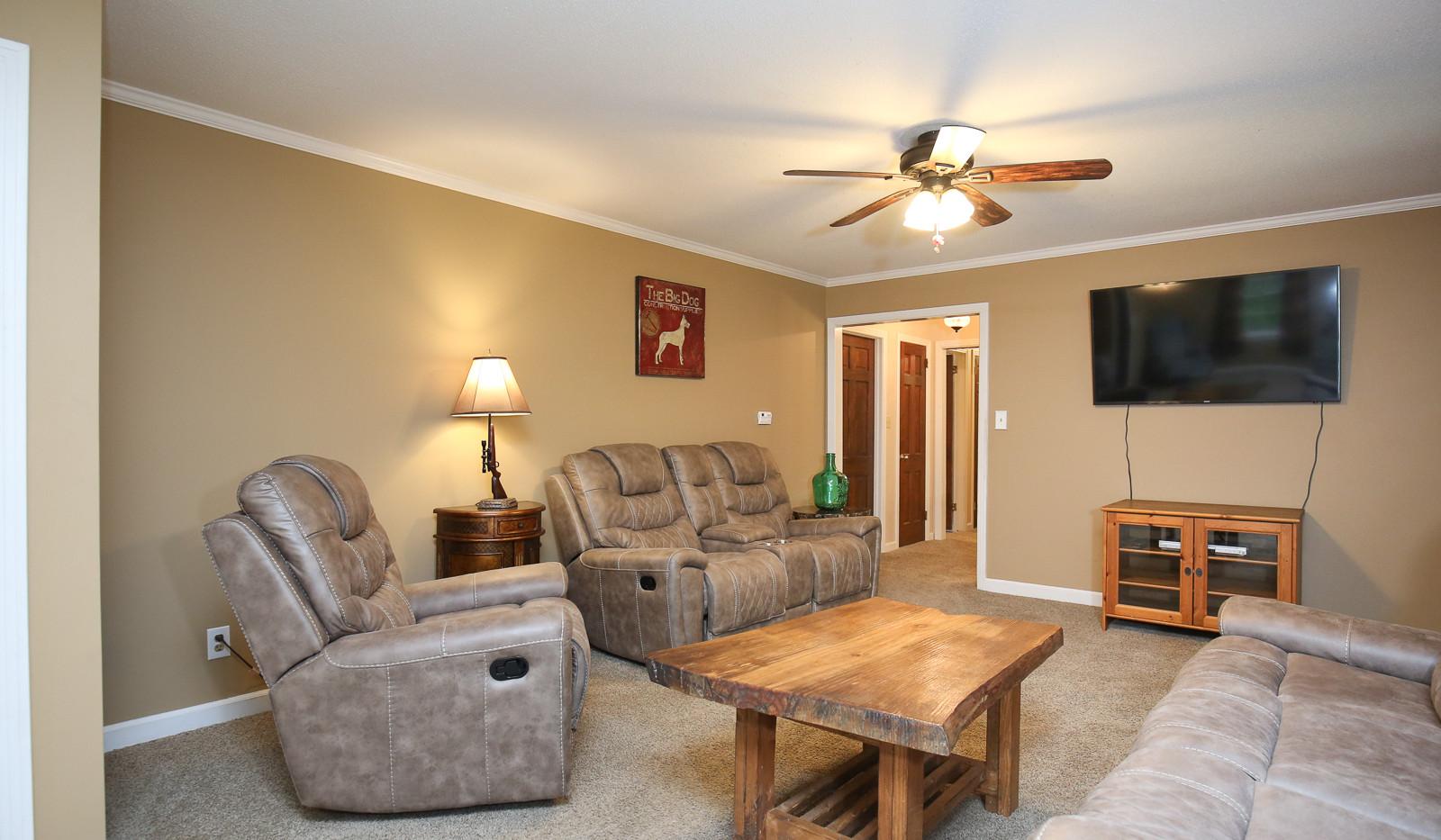 007_294_barnes_ave_living_room.jpg