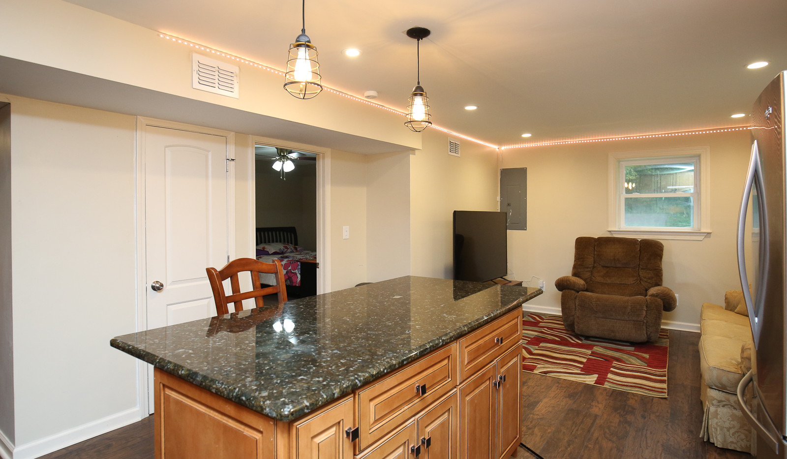 037_294_barnes_ave_kitchen.jpg
