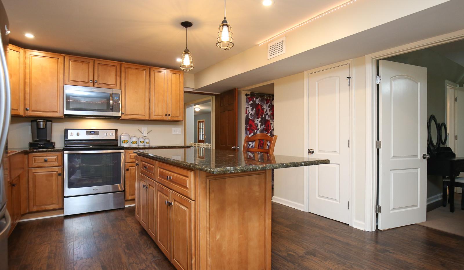 041_294_barnes_ave_kitchen.jpg