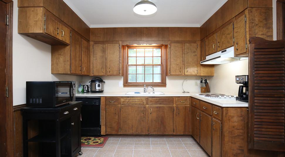 015_294_barnes_ave_kitchen.jpg