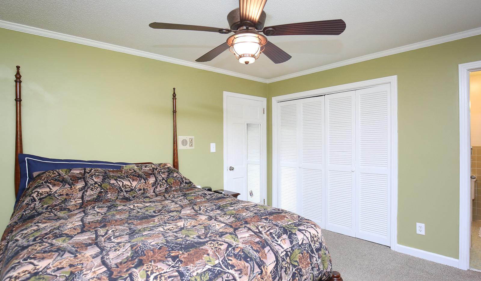 030_294_barnes_ave_bedroom3.jpg