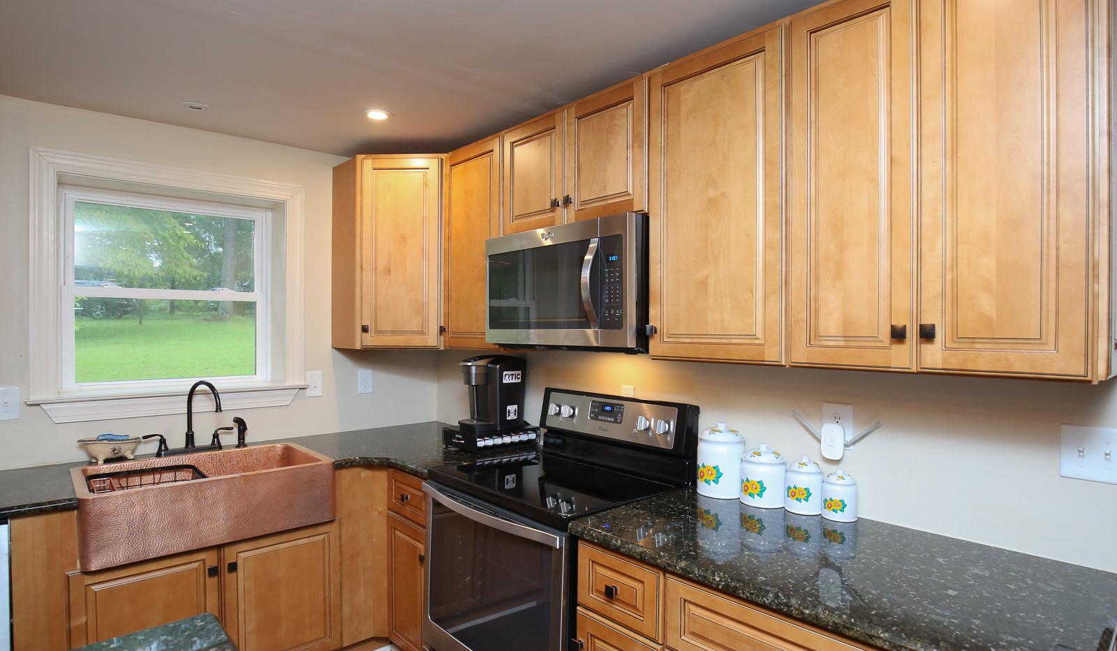 038_294_barnes_ave_kitchen.jpg