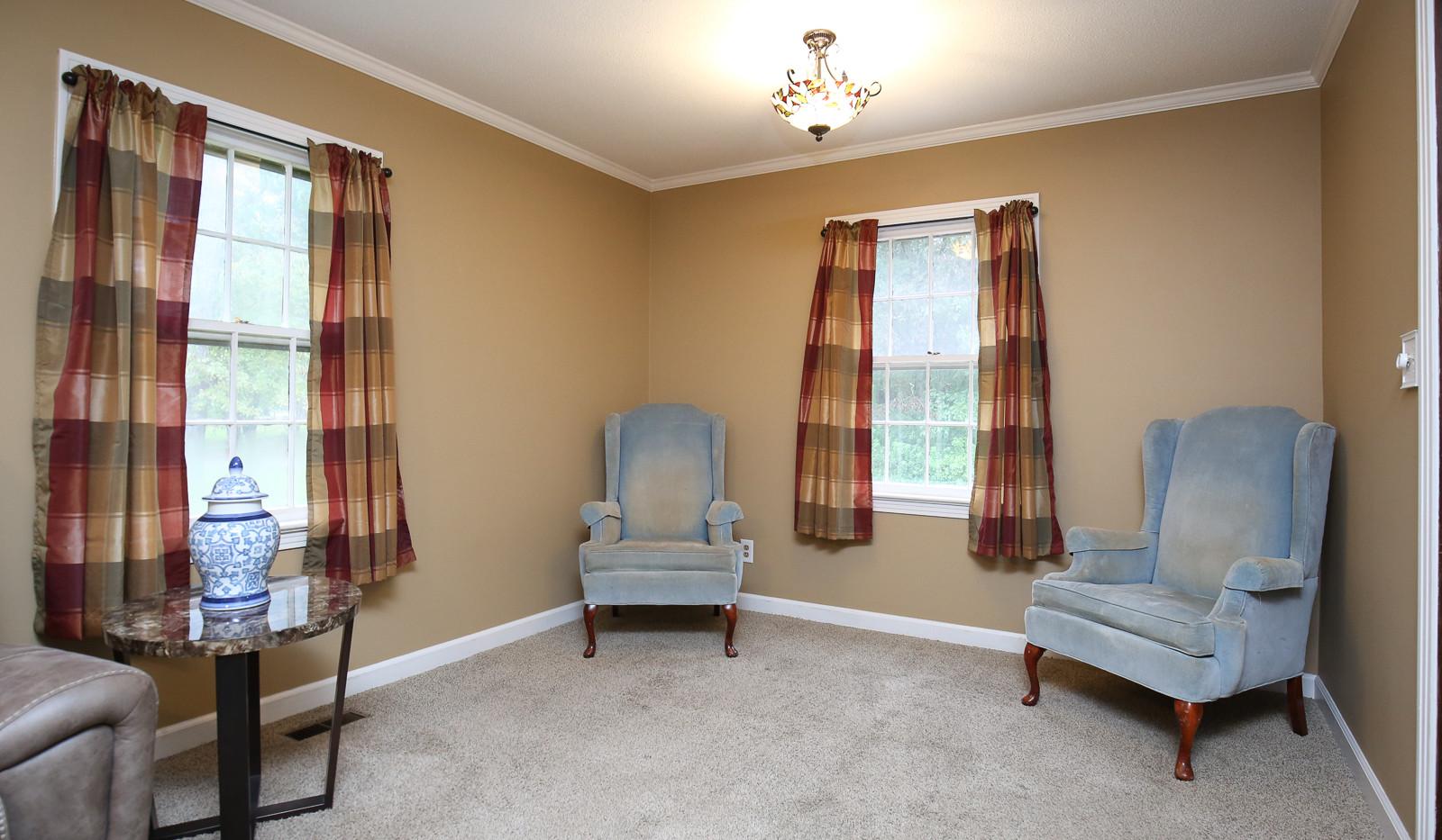 010_294_barnes_ave_living_room.jpg