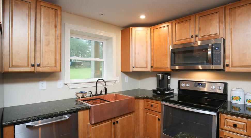 039_294_barnes_ave_kitchen.jpg