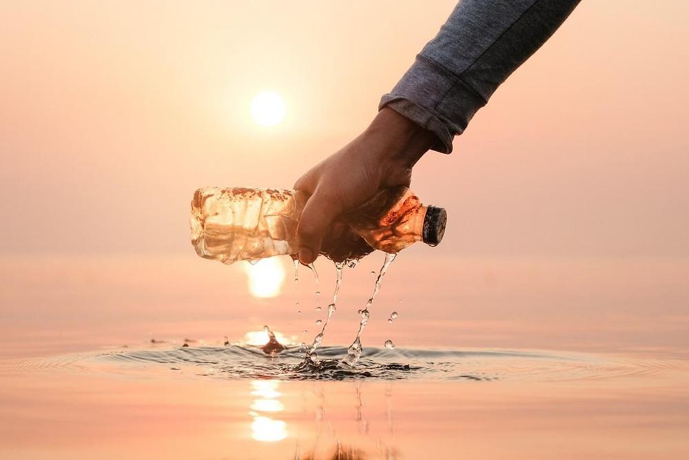 dechet bouteille plastique dans la mer