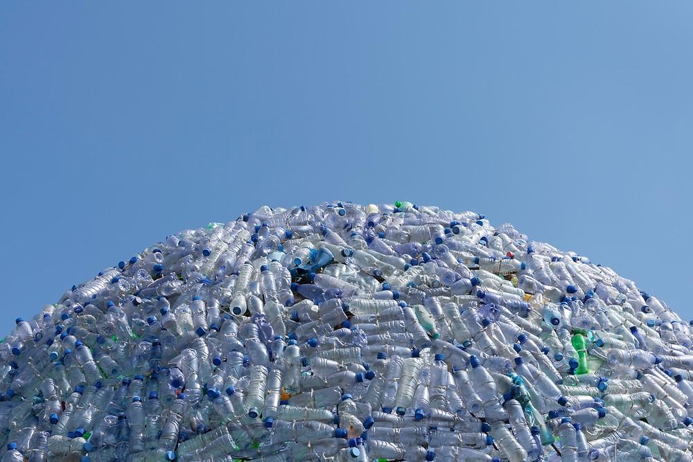 quantite importante de bouteilles en plastique