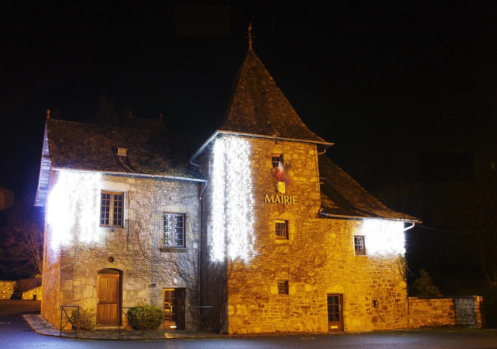 Mairie_avec_lumières_de_Noël_-_Dimanche_