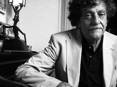 Salman Ruždi o Vonnegutovoj Klanici pet i šta nam roman govori danas!