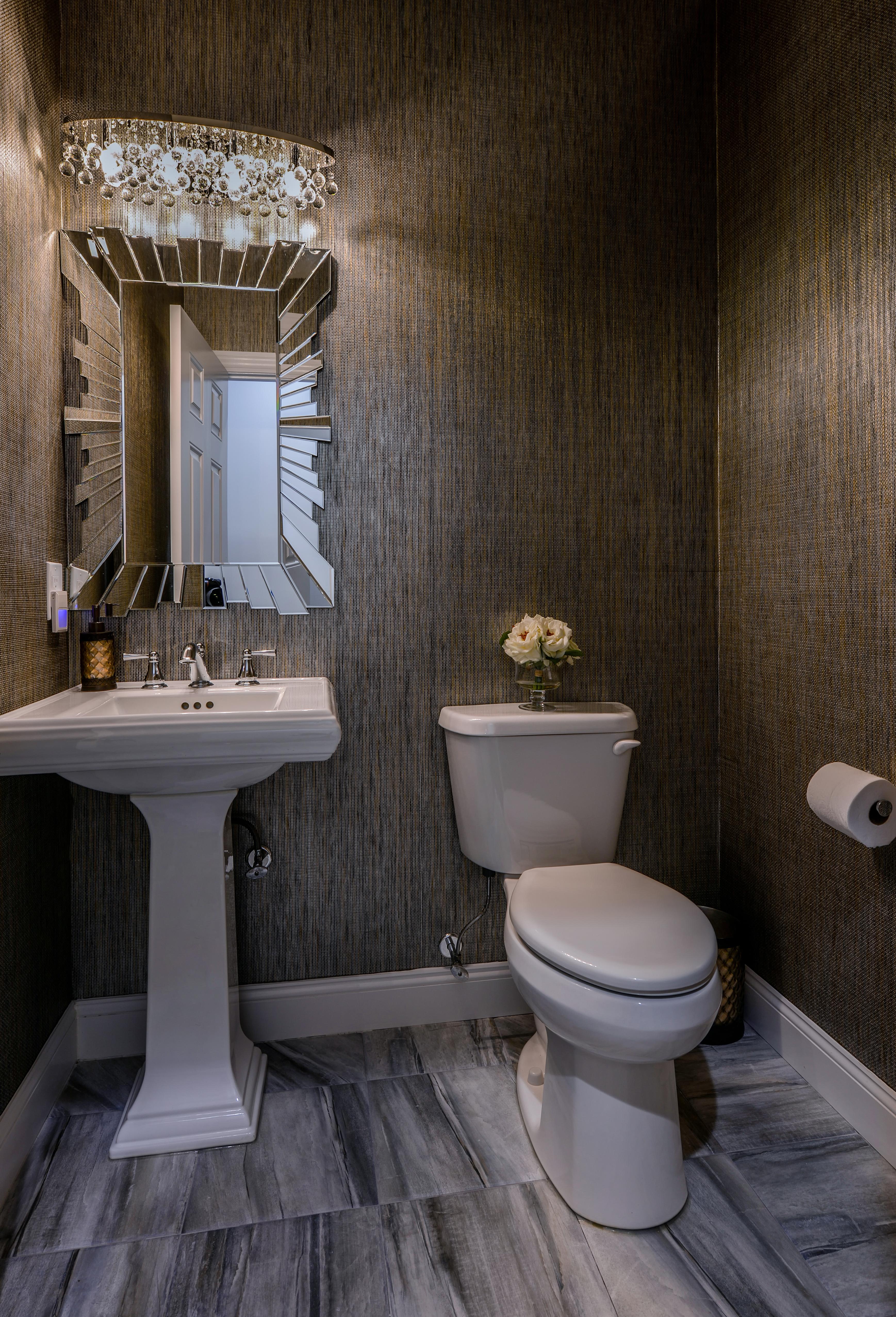 Guest 1/2 Bathroom