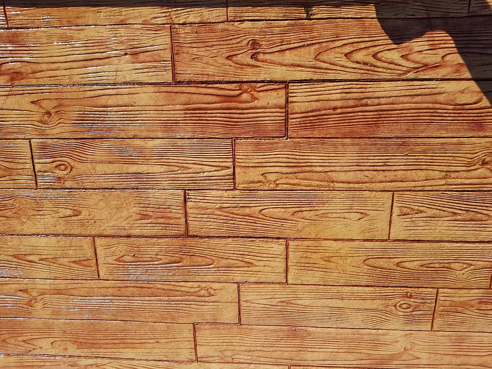 Suelo de hormigón impreso estilo madera