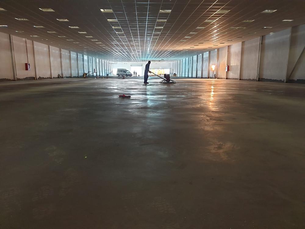 Uno de nuestros trabajos de hormigón pulido en una zona interior