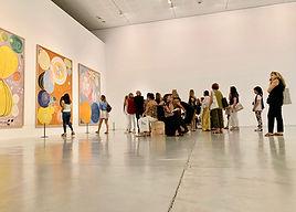 ביקור חוג הידידות במוזיאון תל אביב.jpe