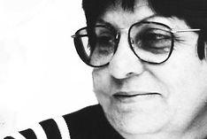 Fotografía en blanco y negro del perfil de Josefa Martín Luengo