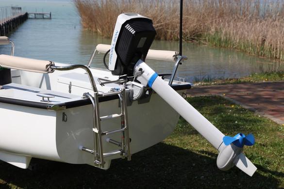 Az ajánlott Epropulsion SPIRIT 1.0 motorjával megfelelő időjárás mellett 10km/h körüli csúcs sebességre is alkalmas, míg mérsékelt sebességnél, akár 50km is megtehető egy töltéssel.