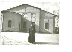 Храм и настоятель 1992.jpg