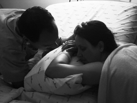 """""""Na penumbra e no silêncio, cercado de amor e respeito, chegou ao mundo nosso segundo filho, Be"""