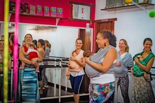"""""""Dança Materna conquista mamães e bebês da cidade"""""""