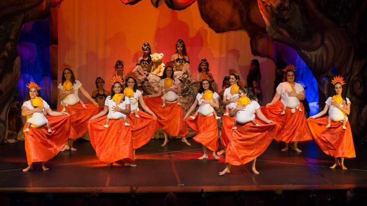 Savanas: Dança Materna no palco em Salvador