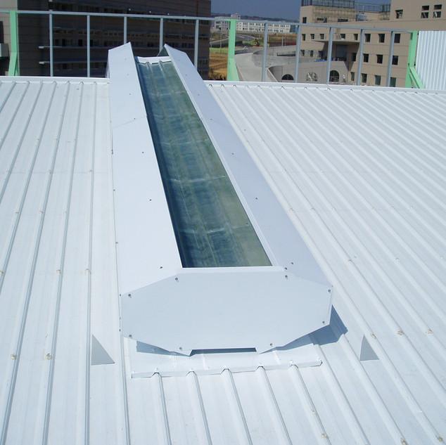 01至陽塑膠-600型彩光自然通風器.JPG