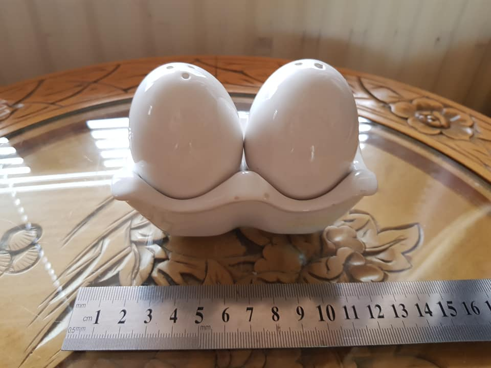 Novelty egg salt and pepper pots