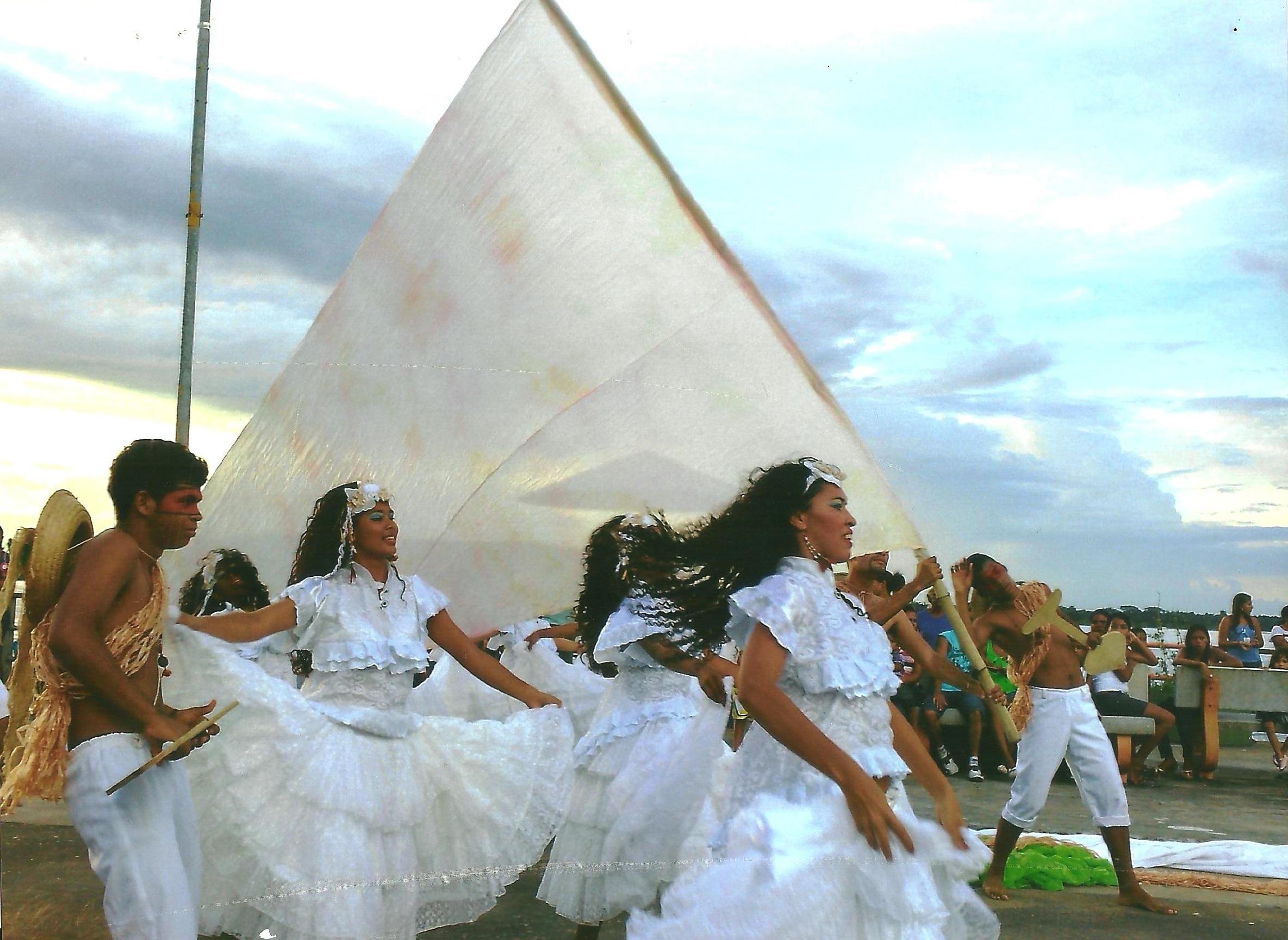 2011_II_livia maria_estudante_navagantes da cultura