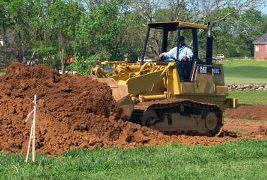 การถมดินเพื่อเตรียมสร้างบ้าน