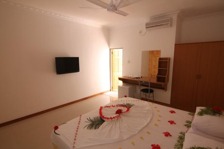 Deluxe Room2.JPG