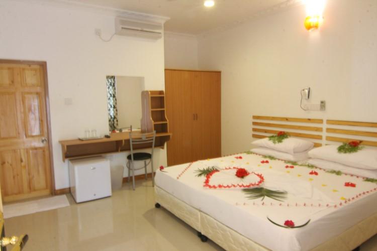 Deluxe Room5.JPG
