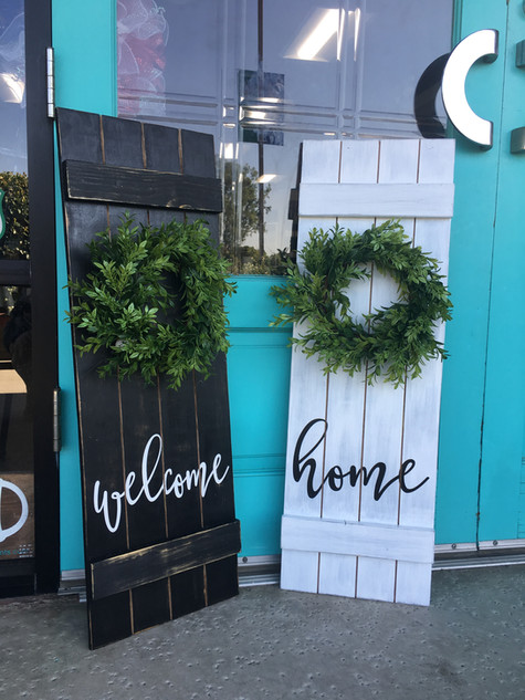 Shutter Wreath Faux Shiplap