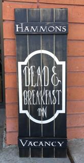 Dead & Breakfast Inn