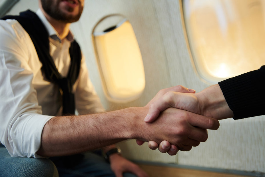handshake-in-plane-V2XG7CH.jpg