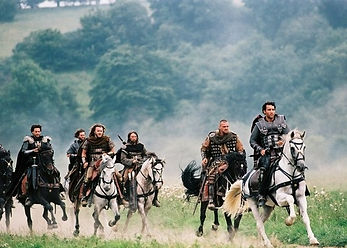 kinopoisk.ru-King-Arthur-44334.jpg