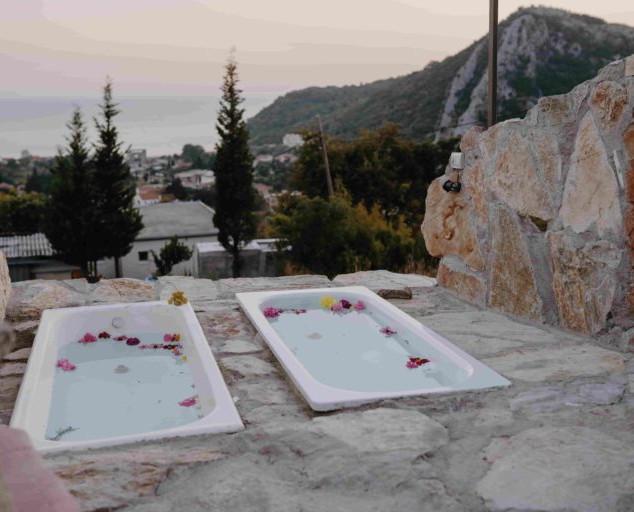 Montenegro-outdoor-jacuzzi