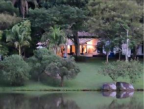 Sede da Fazenda Lageado,   na beira do lago, com destaque para a varanda