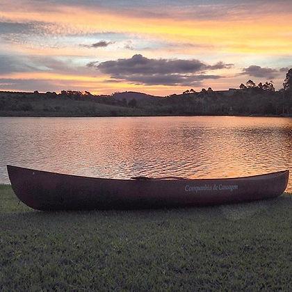Venha desfrutar um fds na fazenda, fazer esportes no lago, como canoagem e stand up.