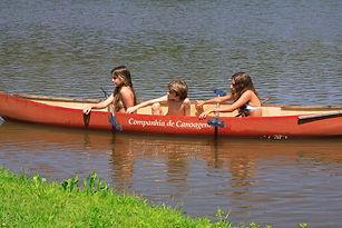 Canoagem no lago da Fazenda Lageado.