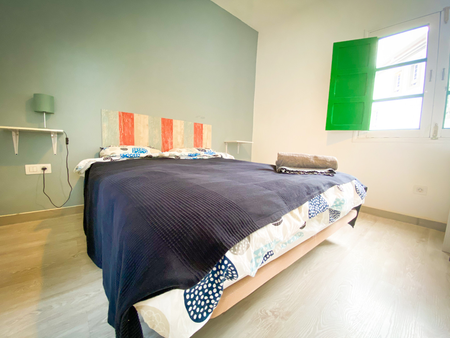Double bed with window and green shutter in guest room 4 at Casa Blanca Guest House Tenerife