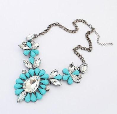 Ожерелье с голубыми вставками