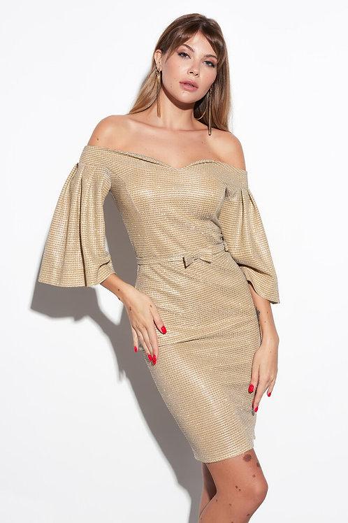 Золотое платье с открытыми плечами