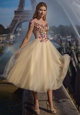 Трендовое платье с прозрачными рукавами