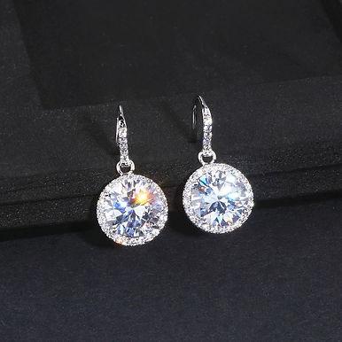 Миниатюрные серьги с кристаллом