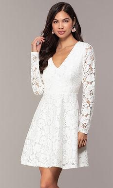 Кружевное платье с рукавами
