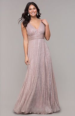 Пудровое платье с завышенной талией