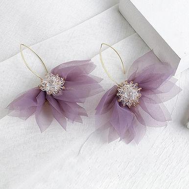 Трендовые серьги-цветы